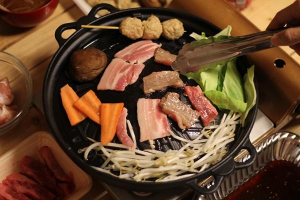 ジンギスカン鍋で焼肉
