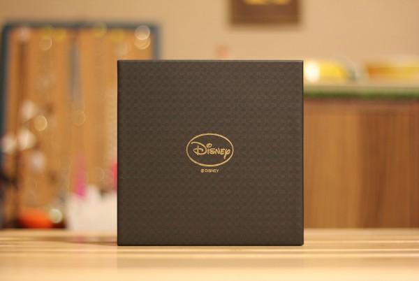 Disneyロゴ箔押しの箱
